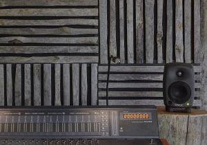 Uhtua Akustik -akustiikkalevy on valmistettu kelorimoista.