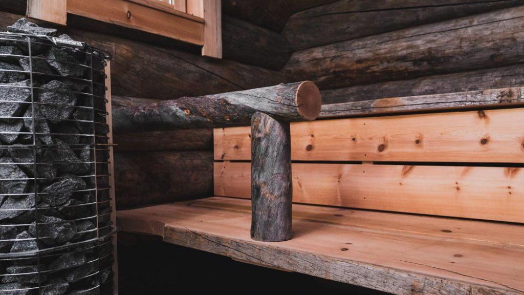 Uhtua Sky lasi-iglun kelosta rakennettu sauna